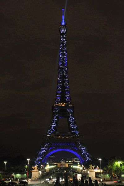 Tour eiffel en couleurs - Couleur de la tour eiffel ...